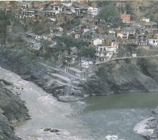 Сливаются воды рек бхагирати и